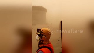 Sandstorm causes havoc among oil workers in Saudi Arabia - Video