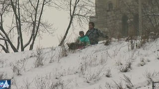 Marquette students go sledding - Video