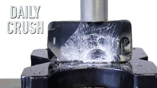 Crushing an iPhone with a hydraulic press - Video