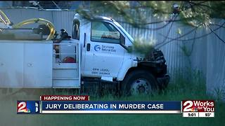 Jury deliberating in murder case - Video