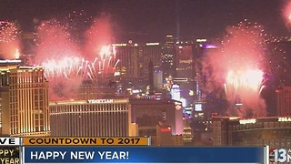 Fireworks on the Las Vegas Strip for NYE 2016 - Video