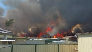 Family Faces Oncoming Bushfire as It Nears Home in Sydney's West - Video