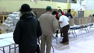 Volunteers help distribute 1,000 Thanksgiving dinners at Northcott Neighborhood House