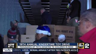 Officers and community organizations deliver toys to children - Video