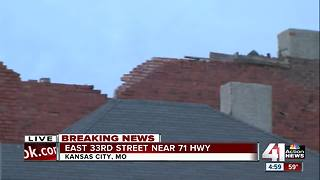 Roof collapse closes road near 71 Hwy - Video