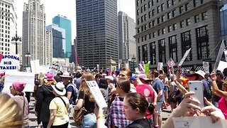 #MarchForTruth Protesters Chant 'Shame' Outside Trump Tower in Chicago - Video