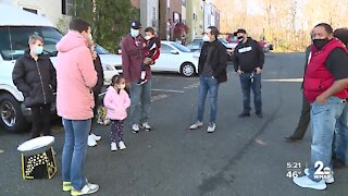10 families in Harford County receive free Thanksgiving turkeys, pies and other donations
