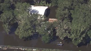 Flooding continues in Tampa Bay after Hurricane Irma - Video