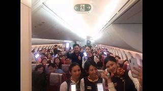 China lifts ban on using electronic devices on planes - Video