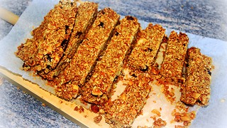How to make homemade healthy granola bars - Video