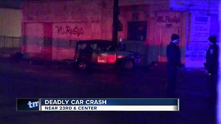 Man dies after crashing car into concrete pole in Milwaukee - Video