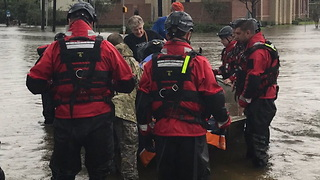 Heroes emerge in Houston area during Hurricane Harvey - Video