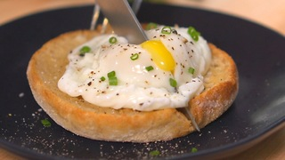 Julia Child's poached eggs - Video
