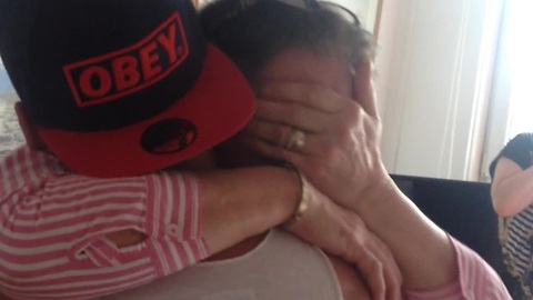 Son gives his mom the surprise of a lifetime