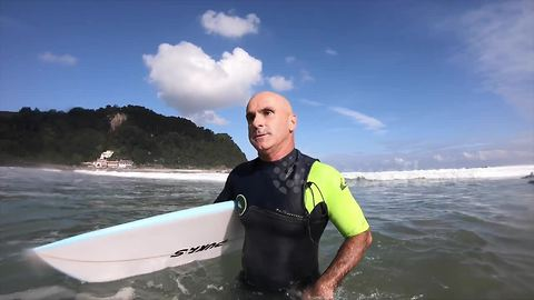 Blind professor teaches young people how to surf in northern Spain