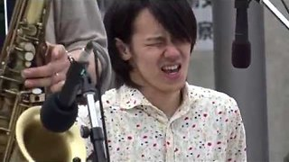 Jazz Drummer in Japan Gets Really Into the Music - Video
