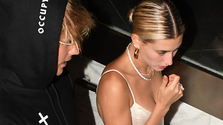 Hailey Baldwin WANTS Justin Bieber, But WORRIED About This ONE Thing! - Video