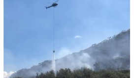 Helicopter Uses Water Bucket to Douse Mount Tomaree Fire - Video