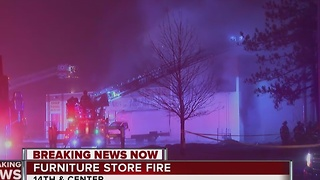 2-alarm fire breaks out at Milwaukee strip mall - Video