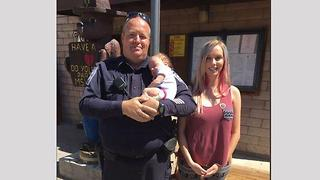Officer help deliver baby on side of road - Video