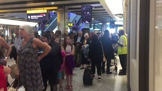 Massive Line to Leave Heathrow Airport After British Airways IT Failure - Video