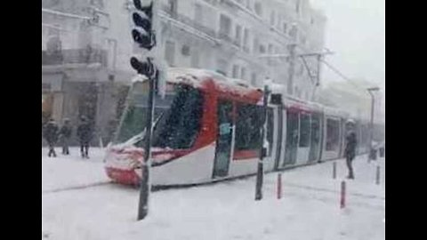 Algerian City Covered in Snow As Winter Storm Hits