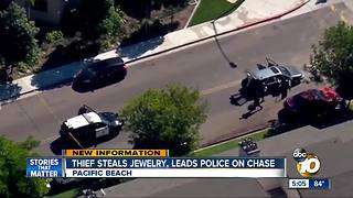 Thief steals jewelry, leads police on chase - Video