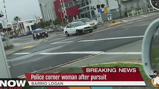 Police corner woman after pursuit - Video