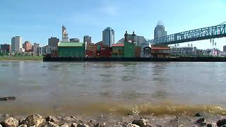 BB Riverboat barge in Newport - Video