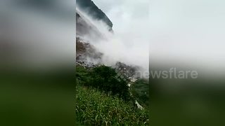Landslide hits southern China killing at least three - Video