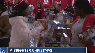 Salvation Army provides gifts for 9,000 Milwaukee children - Video