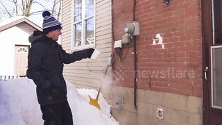 Polar vortex causing boiling water to turn into SNOW instantly - Video