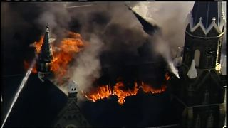 Steeple collapses during church fire - Video