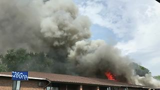 Firefighters battle apartment fire in Green Bay - Video