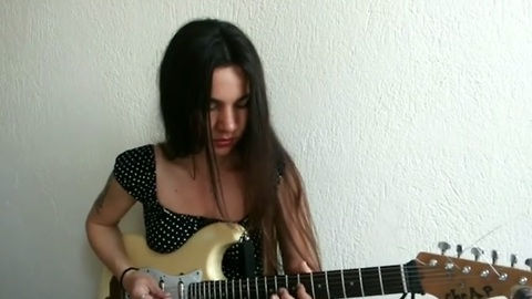 Guitarist Eva Vergilova performs flawless Aerosmith cover