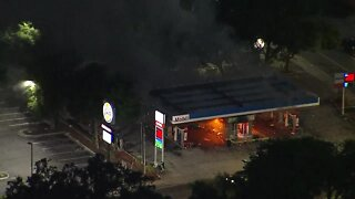 Gas station set on fire amid protests in Tampa