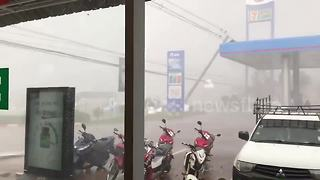 Tropical storm blows down power lines in Thailand - Video