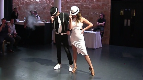 Newlyweds pull off surprise choreographed wedding dance