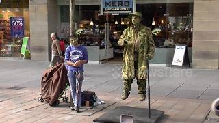Street entertainer appears to float in air - Video