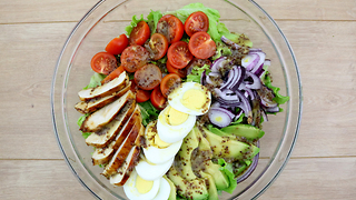 Honey mustard salad with chicken and avocado  - Video