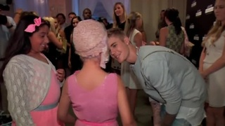 Bieber makes wish come true at Young Hollywood Awards