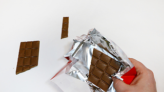 Infinite chocolate bar trick - Video