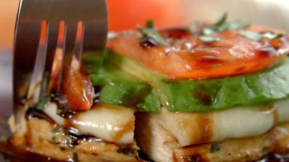 How to prepare delicious Chicken Caprese - Video
