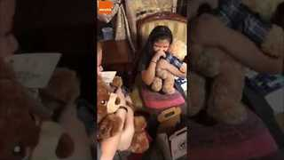 Little Girls Get Customised Teddy Bears With Grandpa's Voice For Christmas - Video