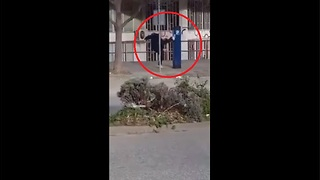 Man fights with a parking machine (for reasons unknown) - Video
