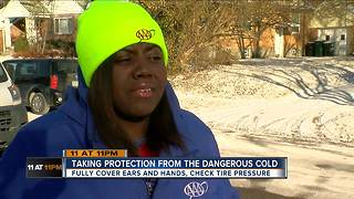 Taking protection from the dangerous cold - Video