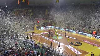Confetti rains down before Greek basketball game - Video
