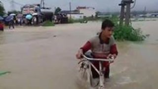 Hetauda Residents Wade Through Floodwaters - Video