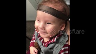 Adorable baby smiles when he hears his mother's voice for the first time - Video
