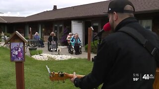 #WeSeeYouKSHB: Musicians host mini-concerts for Olathe senior center